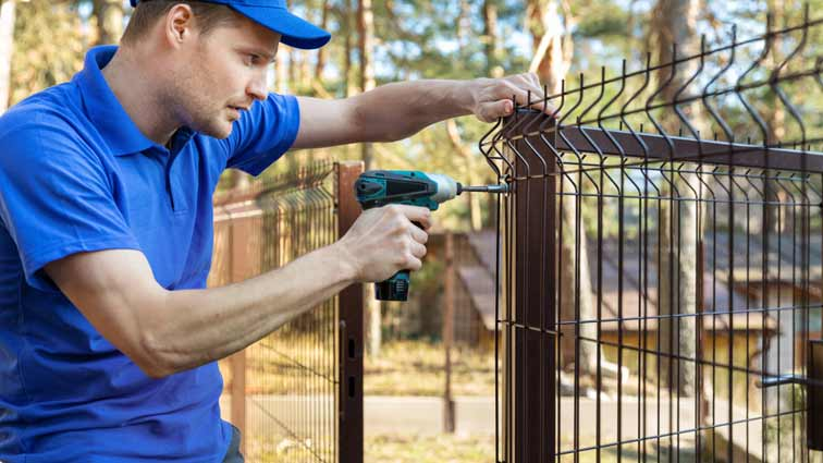 How To Obtain The Professional Fencing Service